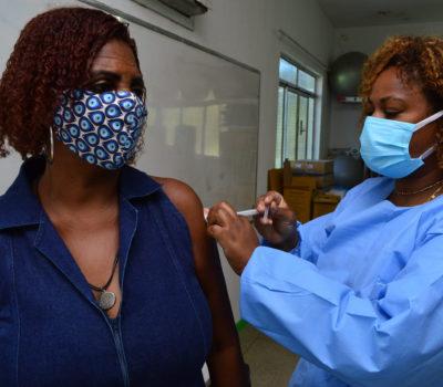 Vacinação contra a COVID-19: Japeri inclui profissionais da Educação na campanha