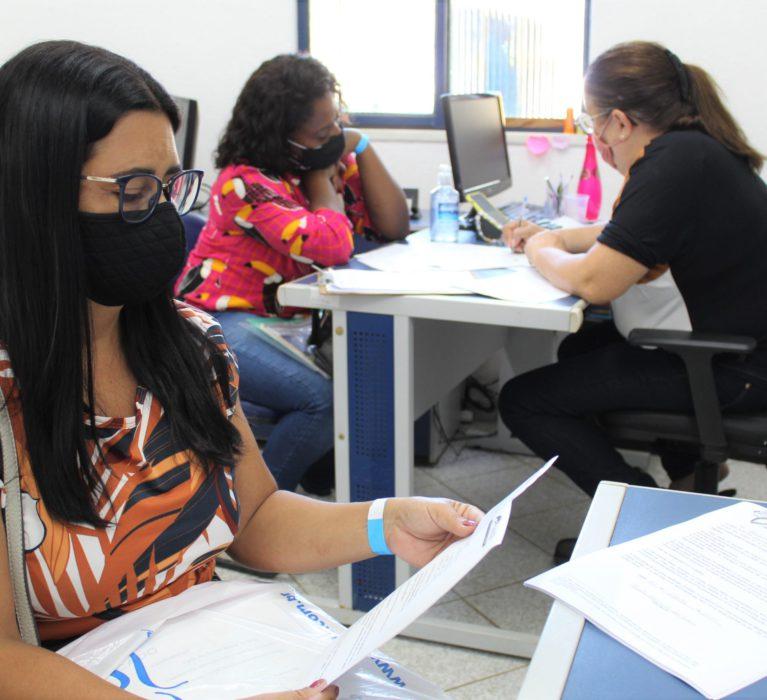 Classificados no processo seletivo da Educação de Japeri assinam contrato com a Prefeitura